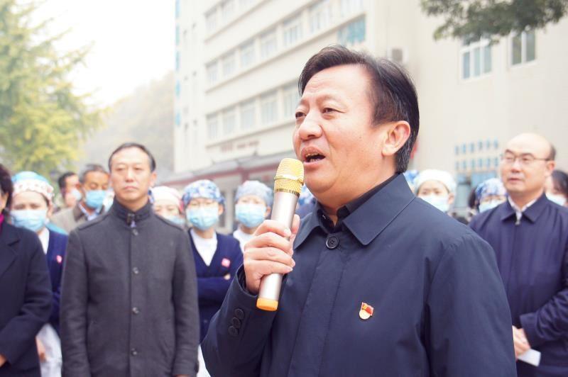 河南中医药大学第一附属医院举行河南省第八批排查新冠肺炎机场工作队返岗欢